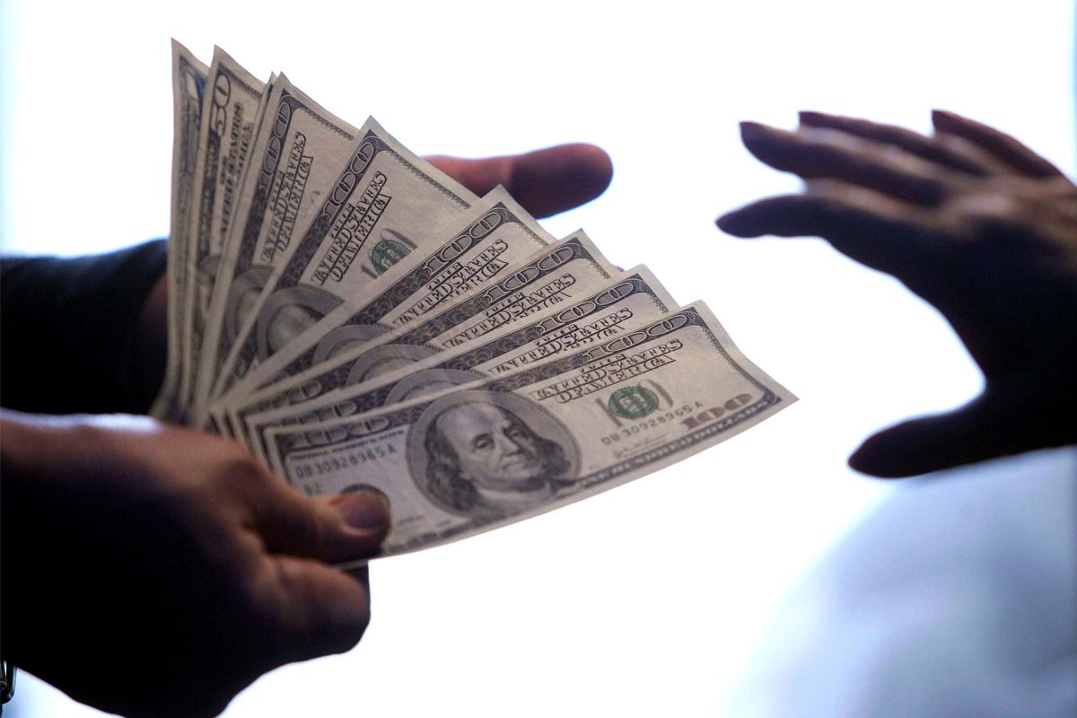 negozia broker interattivi di futures bitcoin sono soldi veri bitcoin
